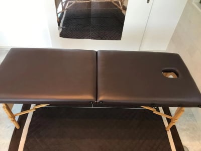 【マッサージに最適】整体用ベッド(幅90㎝×縦180㎝) - レンタルスペースMTAC 扉で仕切る個室&スタッフ常駐の室内の写真