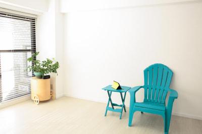 ニュアンスのある白壁 - 表参道キッチンアンドカルチャーの室内の写真