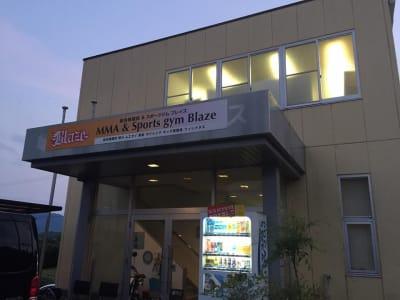 MMA&スポーツジム Blaze 2階、マットスペースの入口の写真