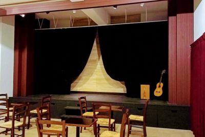 伽琉駝門(カルダモン)カフェ カルチャースペースの室内の写真