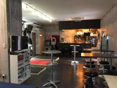 C-DARTS 多目的スペースの室内の写真