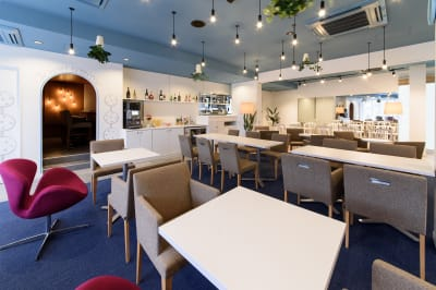 アッチコッカ カフェを含む全スペースの室内の写真