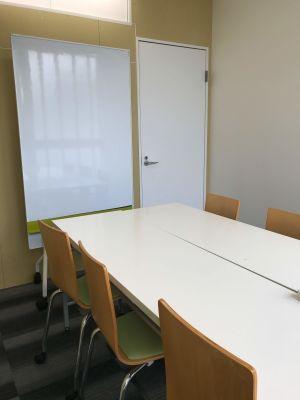 新橋駅前ビル ワンコイン新橋駅会議室B-07の室内の写真