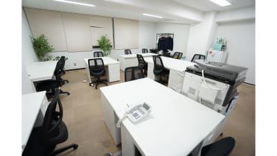 【オンタイム会議室大阪】 プロジェクタ無料の貸し会議室♪の室内の写真
