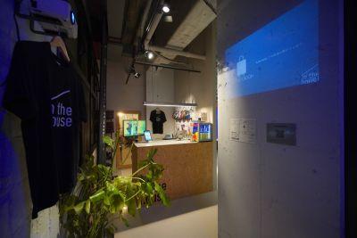 in the house コワーキングスペース-テーブル4の入口の写真
