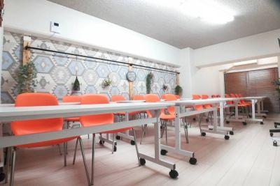お気軽会議室 新大阪2 シャルム新大阪 会議室の室内の写真
