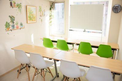 エキ前会議室 リーフの室内の写真