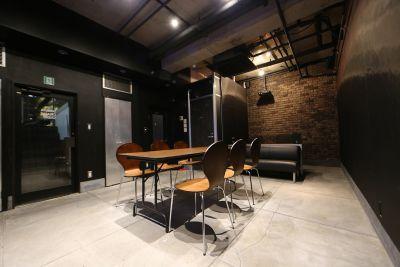 映像試写に適したレイアウト例。 - 渋谷クリエイティブスタジオ STUDIOの室内の写真