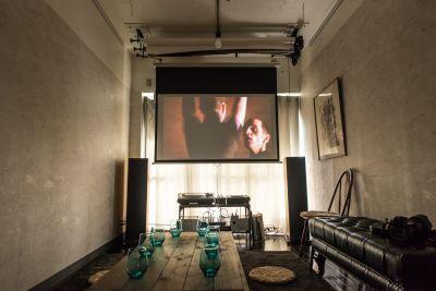 プロジェクター使用例、有料 - 「実験」貸しスタジオ・ルーム Jikkenroomの室内の写真