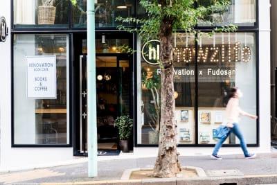howzlife Cafe 1F カフェスペース の入口の写真
