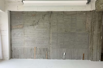 コンクリートの壁 - SESSIONS  003 SESSIONSギャラリーの室内の写真