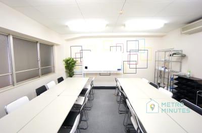 【リバーシ会議室】 プロジェクタ無料の貸し会議室♪の室内の写真
