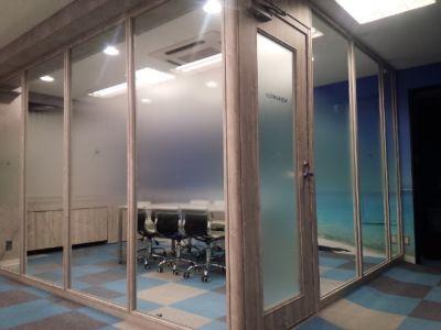 KIZASU.Office 2F MTG-Room 会議室の入口の写真