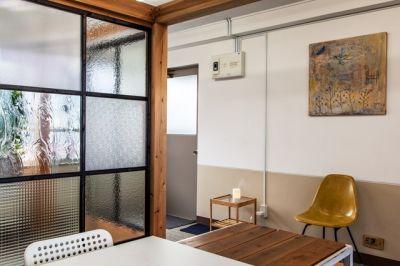 神楽坂ひとまちっくす コミュニティスペースの室内の写真