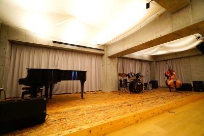 BistroEncore内 多目的ホールの設備の写真