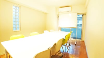 Drop by Tsurumi ミーティングスペース鶴見の室内の写真