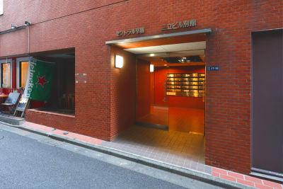 貸会議室ルームス八丁堀店 八丁堀店第1会議室の入口の写真
