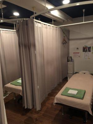 癒し処マイボディ新橋店 施術スペースの室内の写真