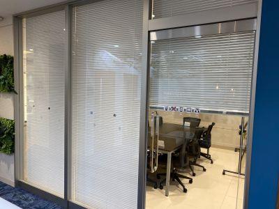 BIZcomfort神戸元町 8名用会議室の室内の写真