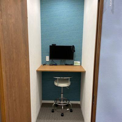 BIZcomfort神戸元町 1名用モニタールームの室内の写真