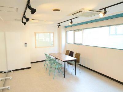 机と椅子に用途変更 - ベストフレンドレンタルスペース スタジオ/ 大部屋<フレンド1>の室内の写真