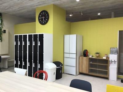 ウォーターサーバー・冷蔵庫もご利用可能 - いいオフィス神戸byKT-joy 多目的スペース・セミナー会場の室内の写真