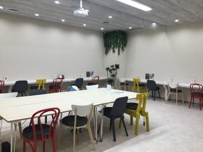 いいオフィス神戸byKT-joy 多目的スペース・セミナー会場の室内の写真