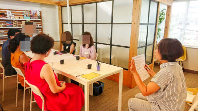 女性向けの講座 - 神楽坂ひとまちっくす コミュニティスペースの室内の写真