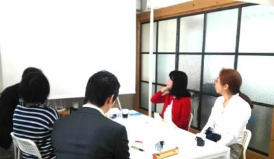 ビジネス講座 朝活 - 神楽坂ひとまちっくす コミュニティスペースの室内の写真