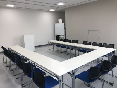 コの字型15名様 - 銀河ホール 貸会議室の室内の写真