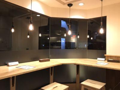 カフェバーLitの室内の写真