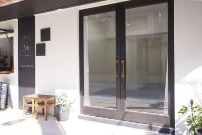 GALLERY SPINDLE 展示スペース、ギャラリースペースの入口の写真