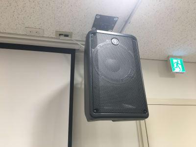 スピーカー:YAMAHA DBR10 ×4 (天井吊り) - STUDIOLOVOXUMEDA 多目的スペースの設備の写真
