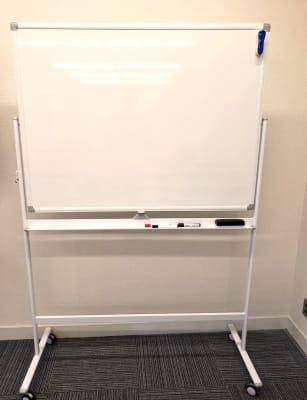 ホワイトボード完備(180㎝×90㎝) - ★マルチアクセス貸会議室@アキバの設備の写真