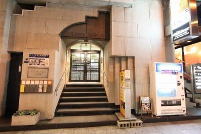 会議専用レンタルルーム303 8:00~23:00利用可能の入口の写真
