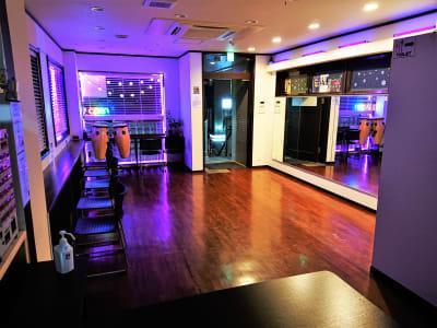 夜のフロア - Jomo Wellness レンタルスペースの室内の写真
