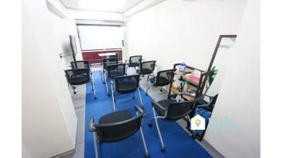 【目黒スマート会議室】 光回線/プロジェクタ無料の会議室の室内の写真