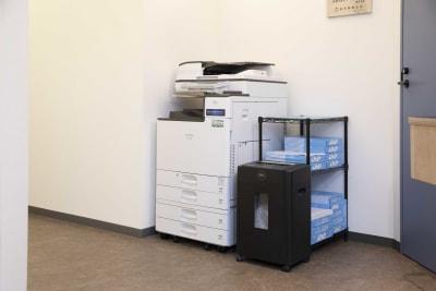 DIGIMA BASE 会議室(最大10名収容)の設備の写真