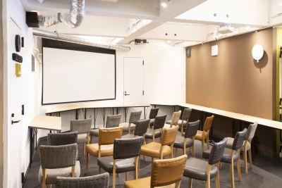 DIGIMA BASE セミナースペース(最大45人)の室内の写真