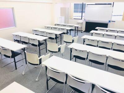 補助椅子もございます - 秋葉原T-space■最大37名 多目的スペースの室内の写真