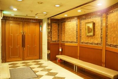 アカデミーホール コロナ対策相談所、給付金会場で。の入口の写真