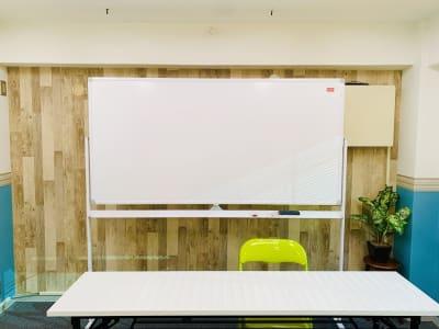 西麻布ベース Room‗A‗セミナールームの室内の写真