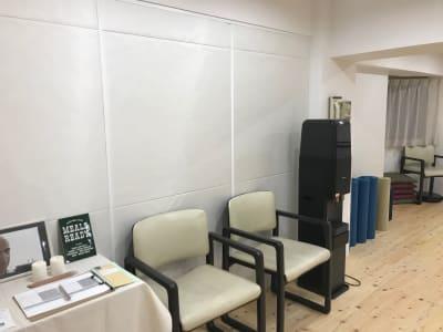ウオーターサーバーはご自由にどうぞ。 - ヨガスタジオスワルーパ都立大学 ヨガスタジオ の室内の写真