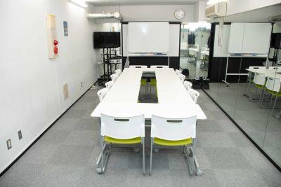 アイランド形式です。 - ブルースペース神田(貸スペース) レンタルスペース・ダンススタジオの室内の写真