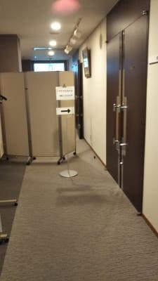 サン  プラスパ 大会議室の入口の写真