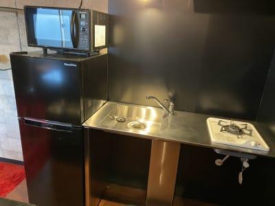 第三スペース「麻布星条旗通り」 バーカウンターキッチン/スタジオの設備の写真