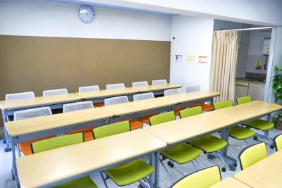 【ブルースター会議室】 プロジェクタ無料の貸し会議室♪の室内の写真