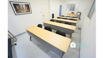 【ロード会議室】 2部屋ありの貸し会議室♪の室内の写真