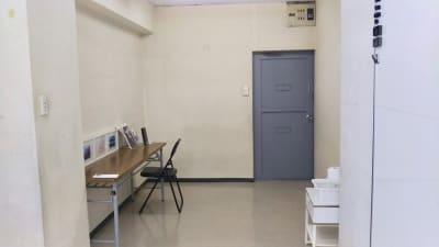 ウノショウビル 貸し会議室 402の室内の写真