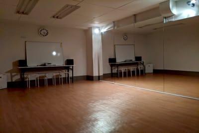 Kazスタジオ 駅1分/大型鏡/ダンススタジオの室内の写真